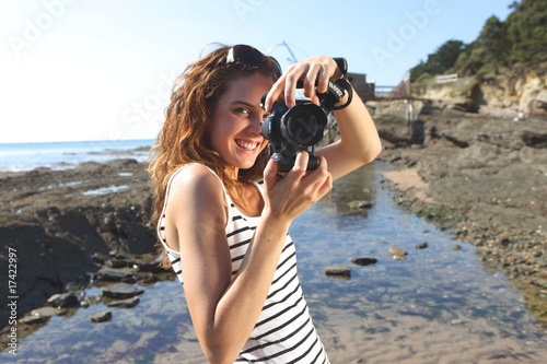 Valokuvatapetti jeune femme et photos de vacances