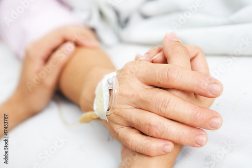 Staande foto Manicure Daughter holding her mother hand in hospital