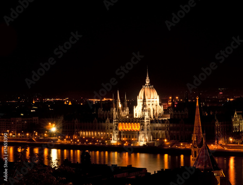 Fotobehang Volle maan Budapest by night