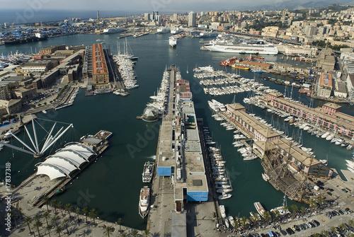 Fotografia  Widok na port w Genui