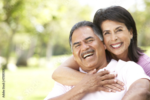 Photo  Portrait Of Senior Couple In Park