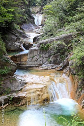 Tuinposter China Water falls and cascades of Yun-Tai Mountain China
