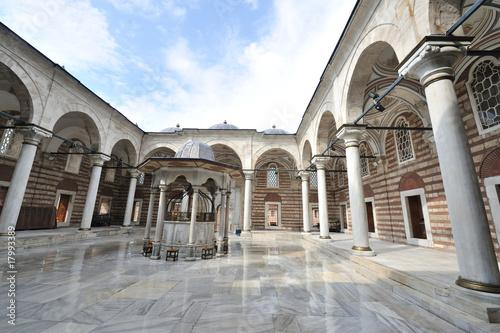 Valokuvatapetti Mosque Court