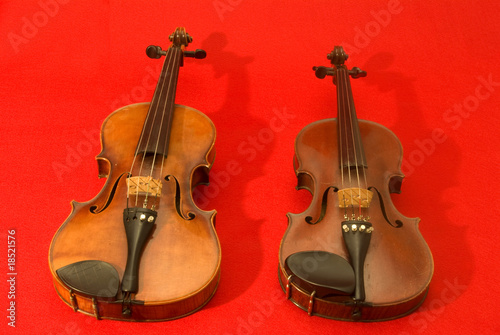 Violino E Viola Su Sfondo Rosso Buy This Stock Photo And Explore