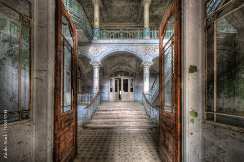 Photo sur Toile Ancien hôpital Beelitz Old Hospital in Beelitz