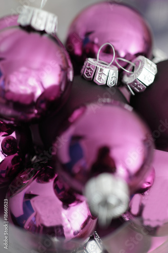 Christbaumkugeln Lila Glas.Advent Lila Christbaumkugeln Im Glas Buy This Stock Photo And