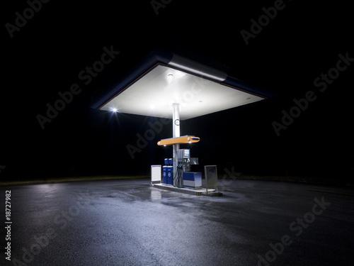 Obraz na plátně Petrol station at night