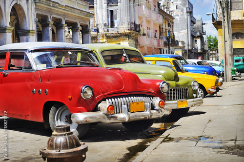 Foto op Canvas Oude auto s Colorful Havana cars