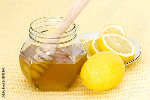 Photo  jar of honey, lemon and dooden drizzler