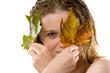canvas print picture - Herbst ,Frau mit herbstlichem Ahornlaub