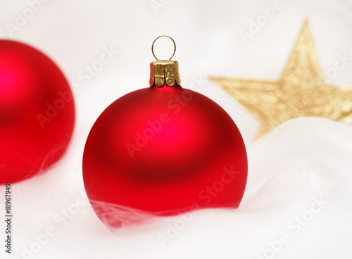 Weihnachtskugeln Rot Gold.Weihnachtskugeln Rot Mit Weihnachtsstern Gold Buy This Stock Photo