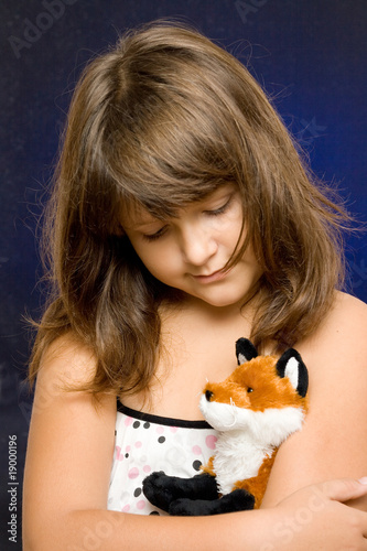 Photo  Portrait of a sad girl with pet toy