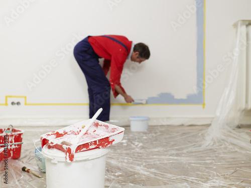 Farbeimer Pinsel Wand Streichen Renovieren Buy This Stock Photo