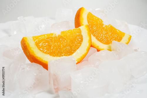Poster Dans la glace Oranges over ice