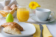 Osterfrühstück in gelb und weiß