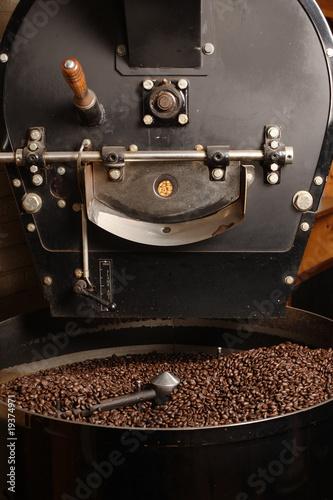 Slika na platnu Roaster cooling coffee beans