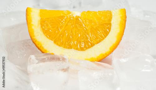 Poster Dans la glace Orange over ice