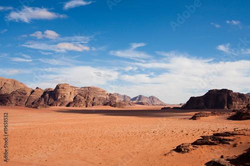Photo  Narrow view of Wadi Rum desert, Jordan. Copy space.