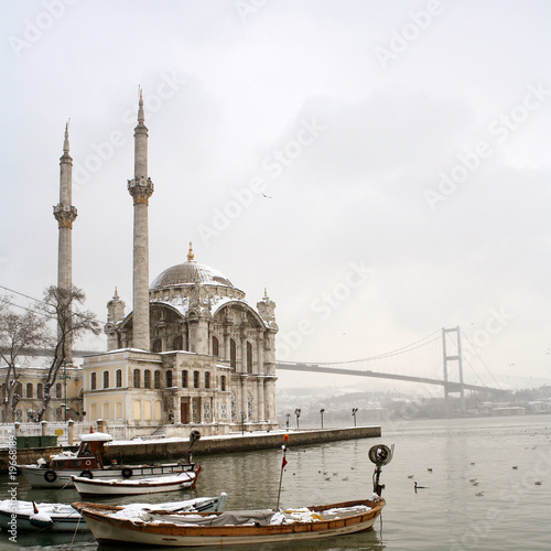 Photo  Bosphorus Bridge and Ortakoy Mosque in Istanbul Turkey