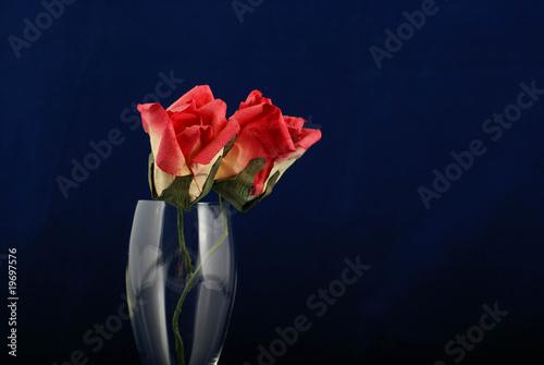 Fototapeta róże w kieliszku obraz
