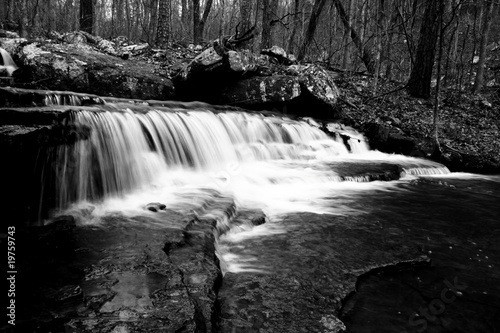 Obraz premium Czarno-biały wodospad