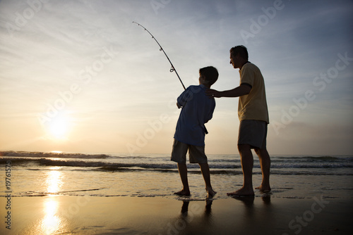Poster Peche Man and young boy fishing in surf