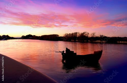 Fotobehang Pier la barca en el rio