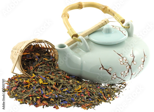 thé, mélange geisha, théière, filtre bambou, fond blanc Wallpaper Mural