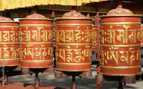 Staande foto Nepal Rote Gebetsmühlen