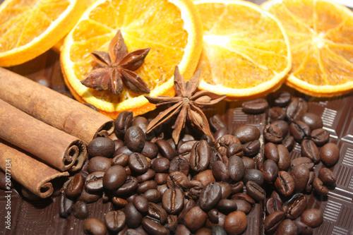 Foto op Canvas Koffiebonen café, orange et canelle