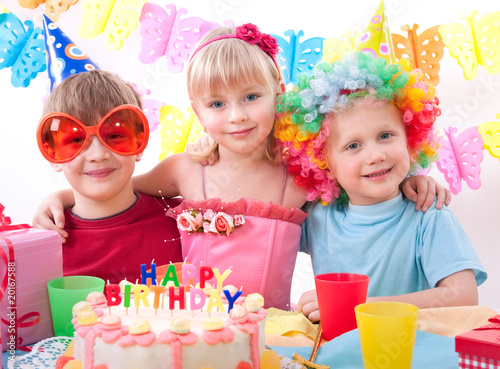 Fotografía  kids celebrating birthday party