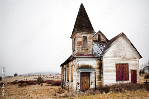 Photo sur Toile Edifice religieux abandoned rural church