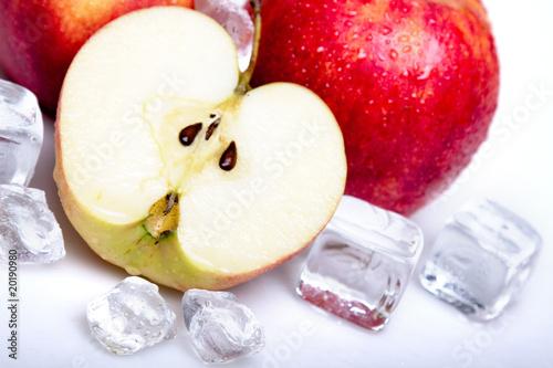Poster Dans la glace Cold Apples!