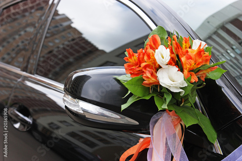 Fototapety, obrazy: The wedding car decorated with flowers
