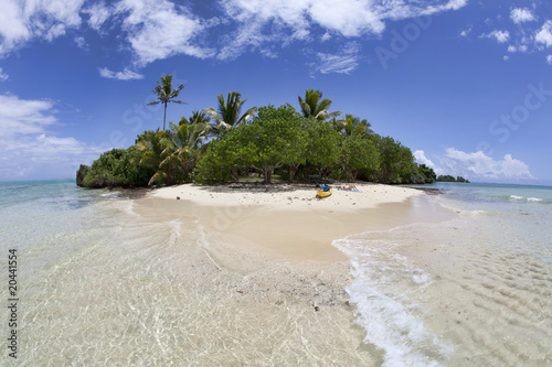 Papiers peints Tropical plage Isolated tropical island, Fiji