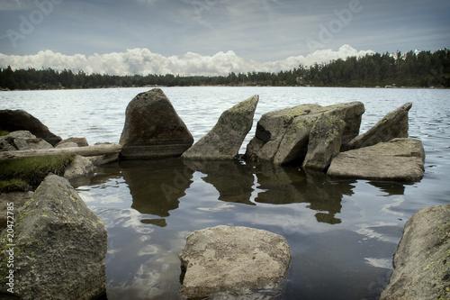 Foto auf Gartenposter Reflexion Log vigilates del lago