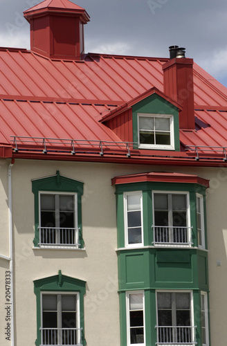 maison au toit rouge au Canada - Buy this stock photo and explore ...