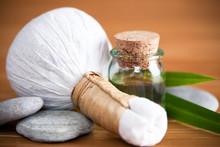 Pochon Massage Luk Pra Kob Et Huile De Massage