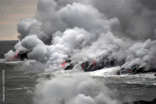 Staande foto Vulkaan Lava flowing into the ocean