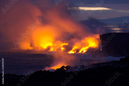 Spoed Foto op Canvas Vulkaan Lava flowing into the ocean