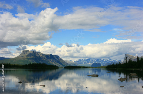 Fotomurales - River and mountains in arctic National Park