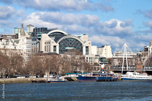 Photo Charing Cross Station and ships in the river Thames