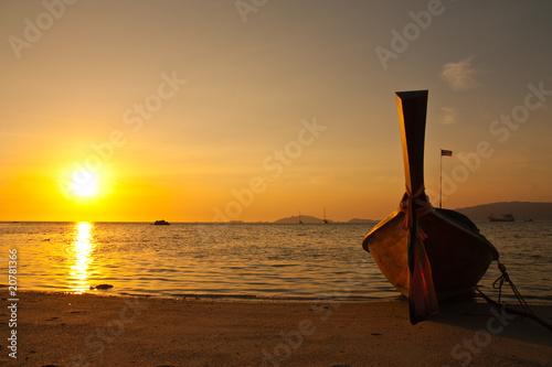 zmierzch-przy-lipe-wyspa-poludnie-tajlandia