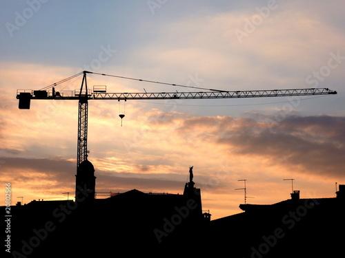 Photo  paesaggio edilizio - silhouette di gru al tramonto