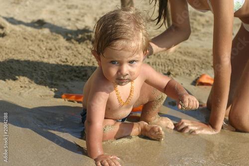 bambino in riva al mare Canvas Print