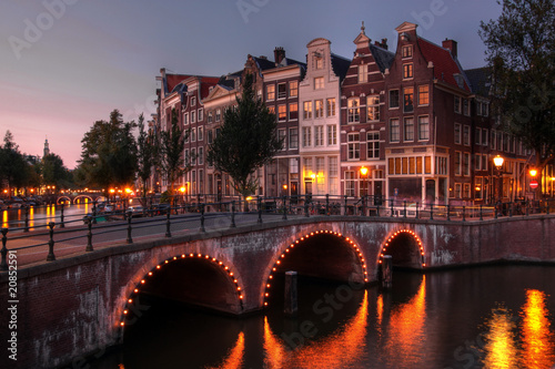 Papiers peints Amsterdam Amsterdam canal at twilight, Netherlands