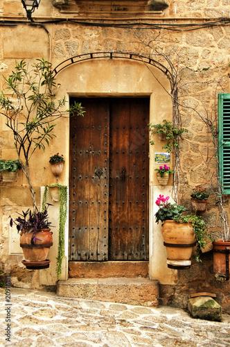 stare-drzwi-w-valldemossie-hiszpania