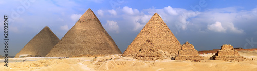Spoed Foto op Canvas Egypte Great Pyramids, located in Giza.