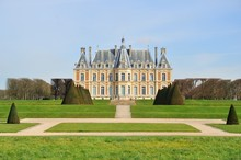 Château Dans La Banlieue Pari...