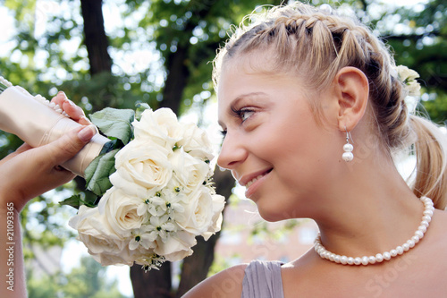 Fotografie, Obraz  Beautiful bride with white roses